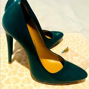 Balenciaga Pointed-toe Green Pumps